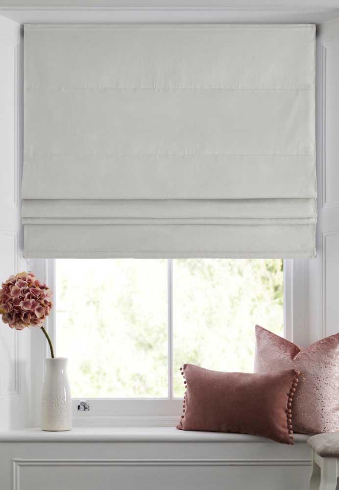 Mesmo branca, a cortina blackout consegue reter a passagem da luz
