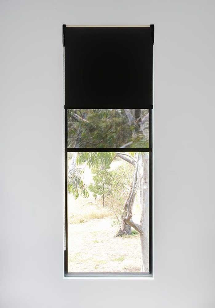 Já a cortina blackout preta garante que nenhum feixe de luz vai passar