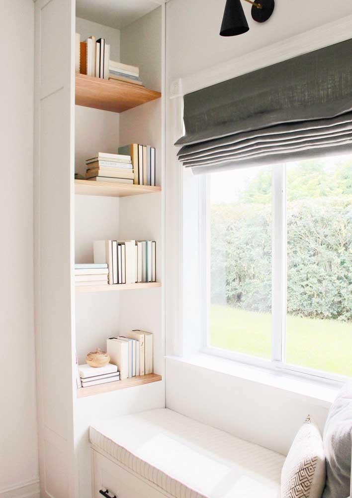 Se a luz incomodar na hora da leitura, basta abaixar a cortina
