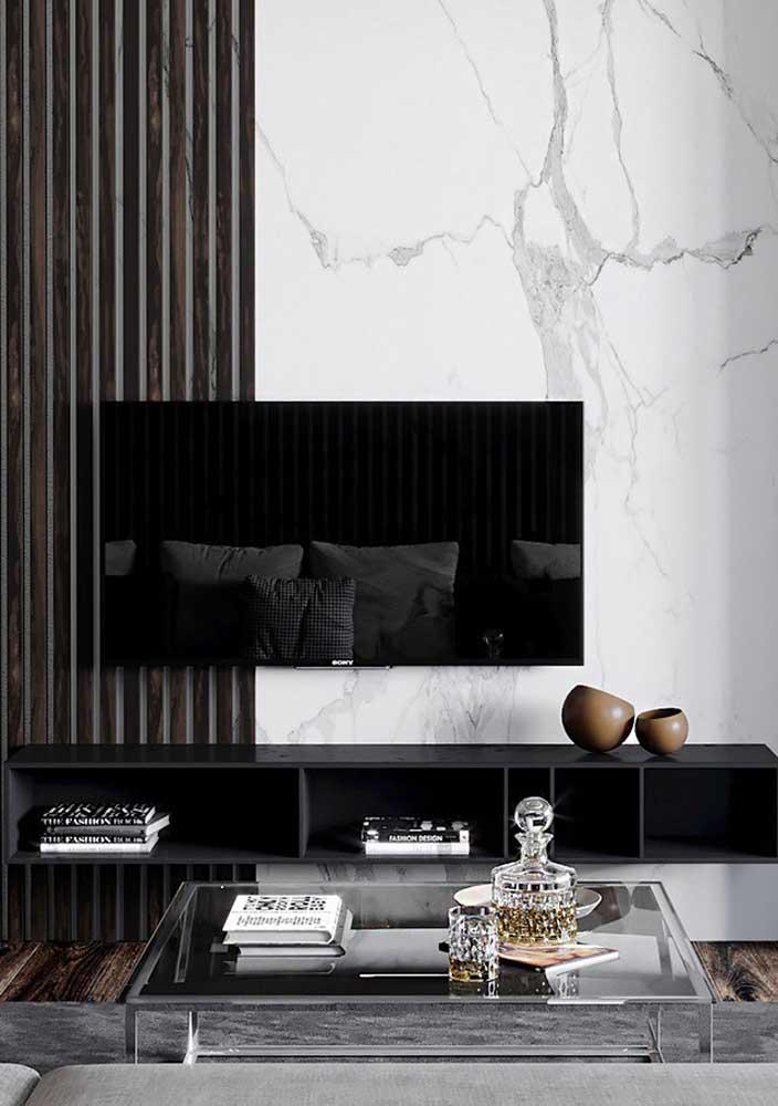Mármore branco carrara para formar o painel atrás da TV