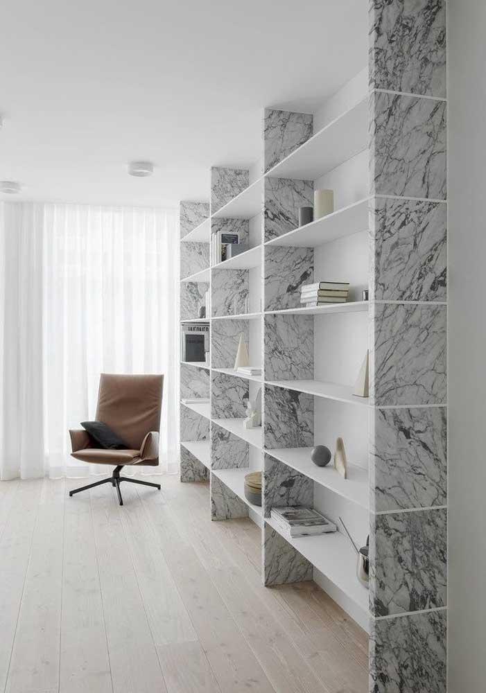 Já pensou em ter uma estante de mármore carrara?