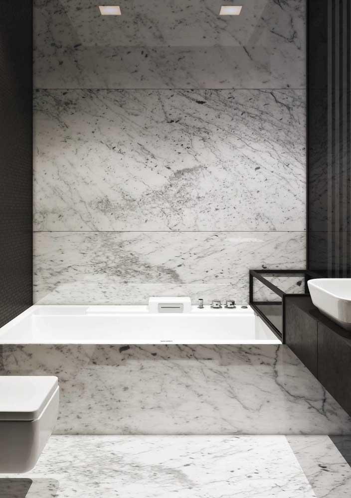 Um banheiro nada básico, apesar de simples na composição