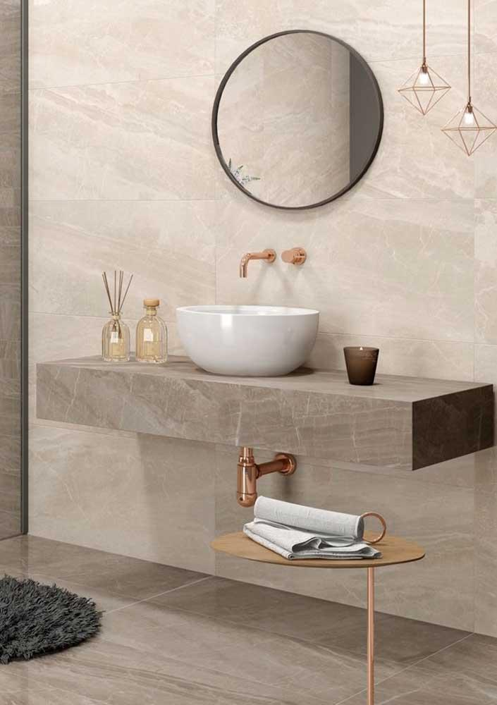 Mármore cremma para um banheiro elegante e moderno