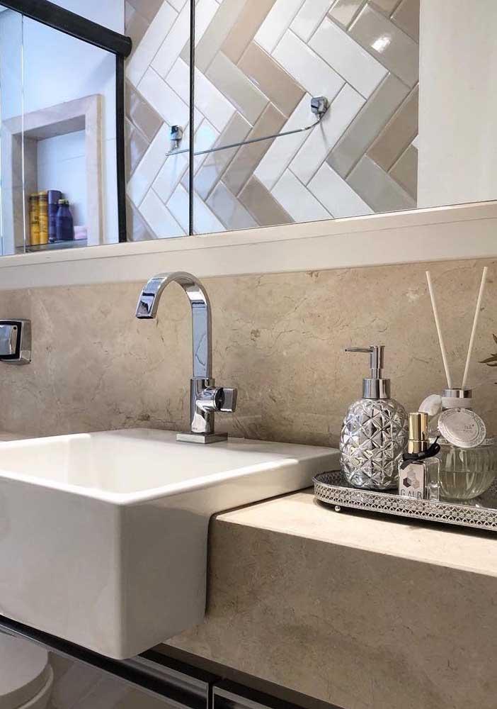 Revestimento de parede para o banheiro em mármore cremma