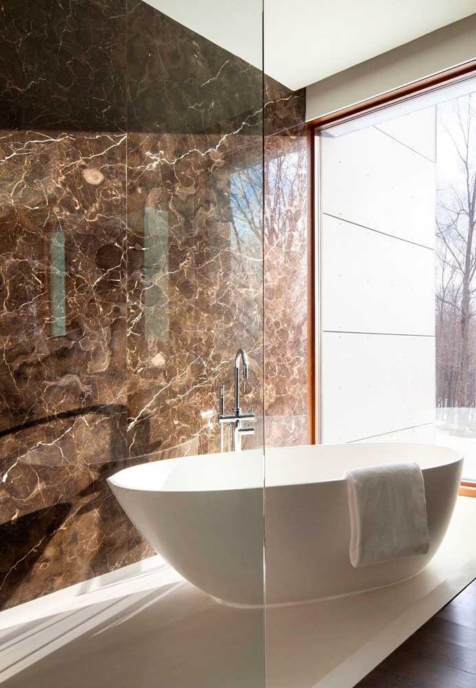 Marrom imperial para o banheiro de luxo