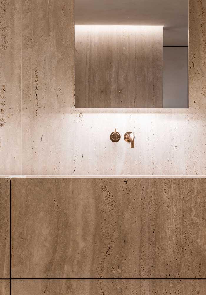 Que tal fazer todo o banheiro em mármore travertino?