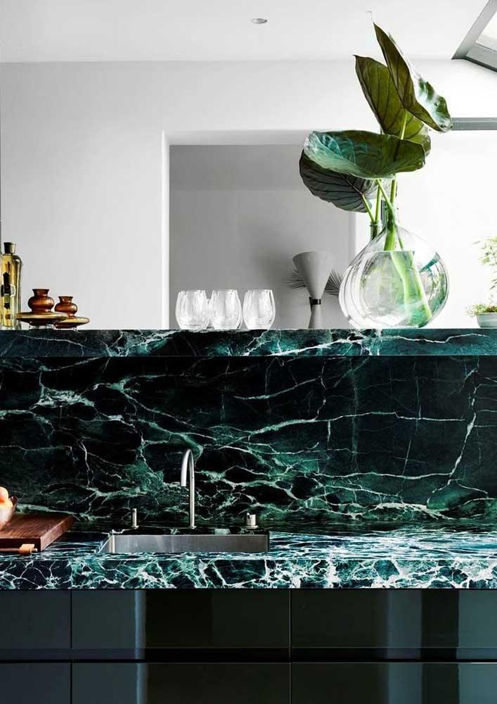 Pia de cozinha em mármore verde: opção para os mais ousados