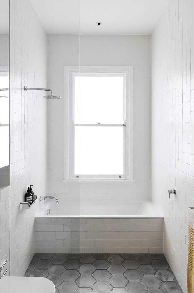 Banheira pequena de alvenaria: solução para pequenos espaços e para orçamentos apertados