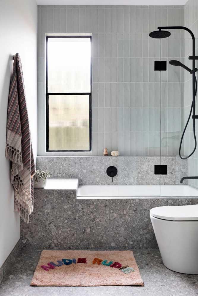 Granilite para a banheira pequena