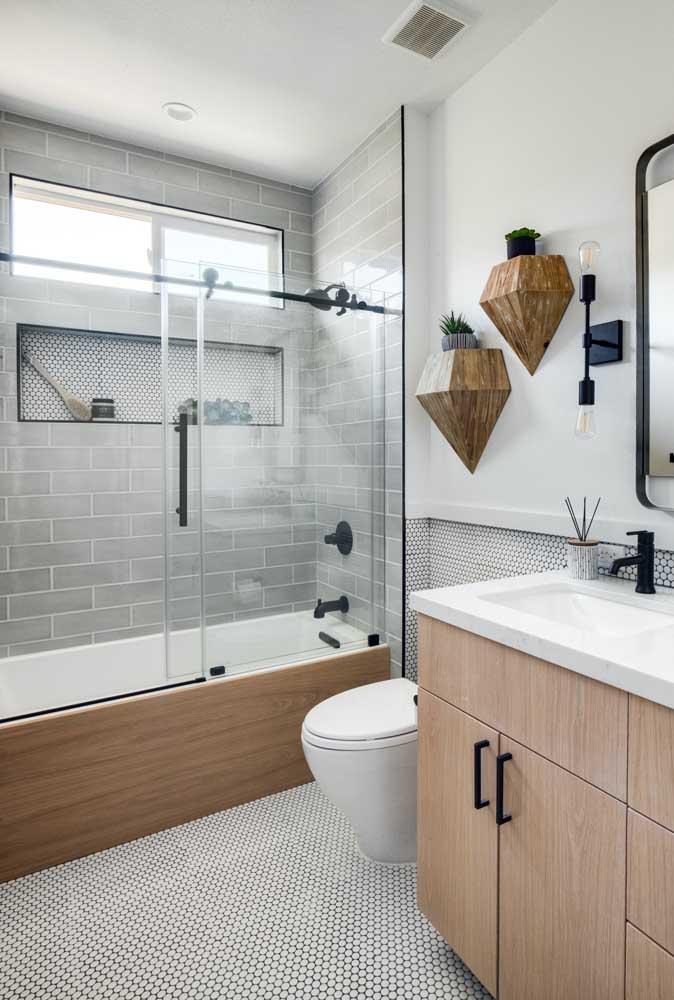 Harmonize o revestimento da banheira com os demais elementos do banheiro