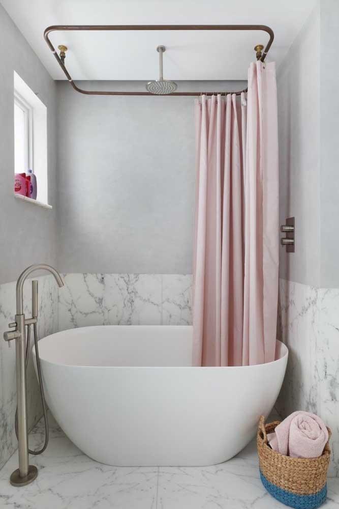 Banheira pequena e cortininha: uma combinação irresistível!