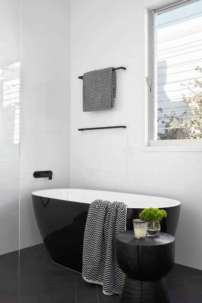 Com uma banheira preta dessas seu banheiro não precisa de mais nada