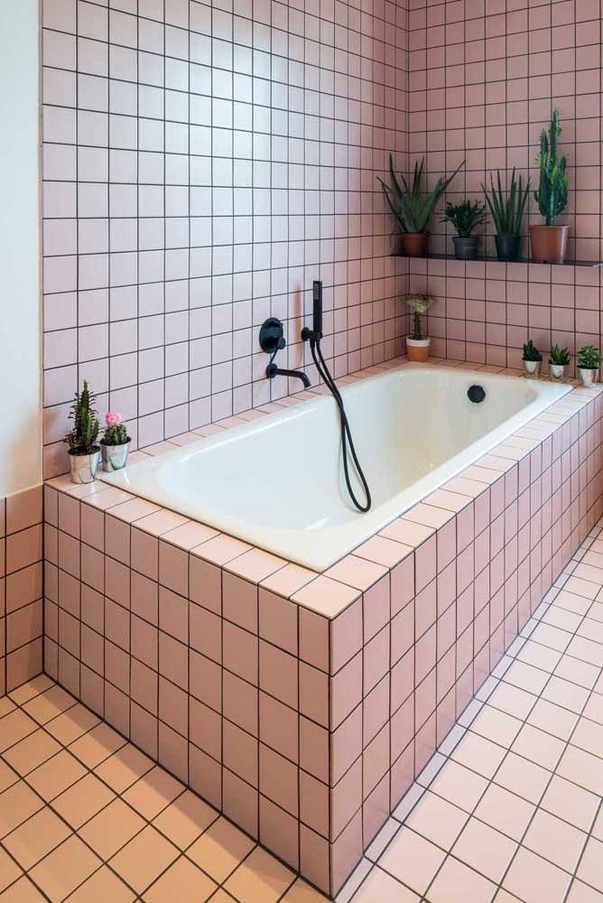 Pastilhas cor de rosa e uma banheira pequeninha, mas pra lá de especial