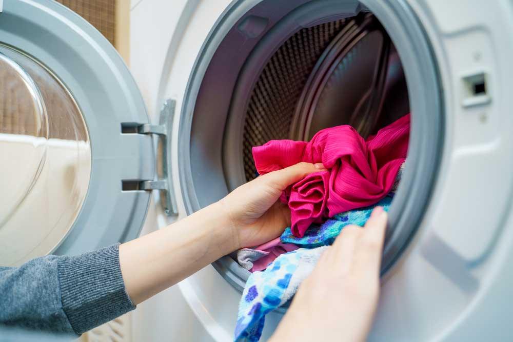 Como limpar máquina de lavar com bicarbonato e vinagre
