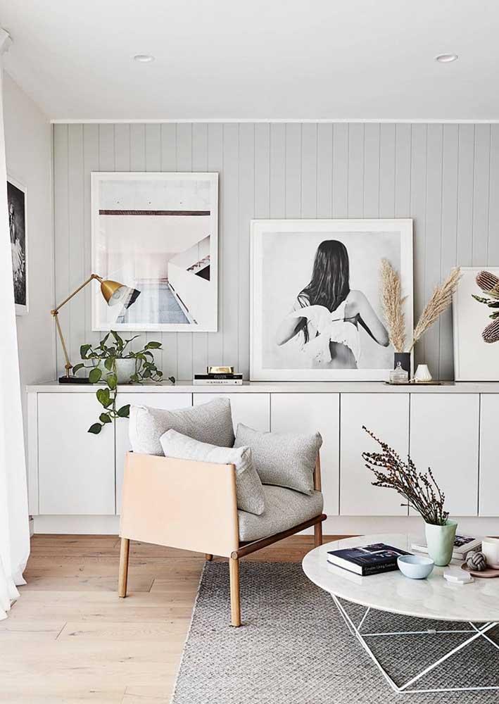 Minimalista e clean, essa sala decorada explora os tons claros e neutros