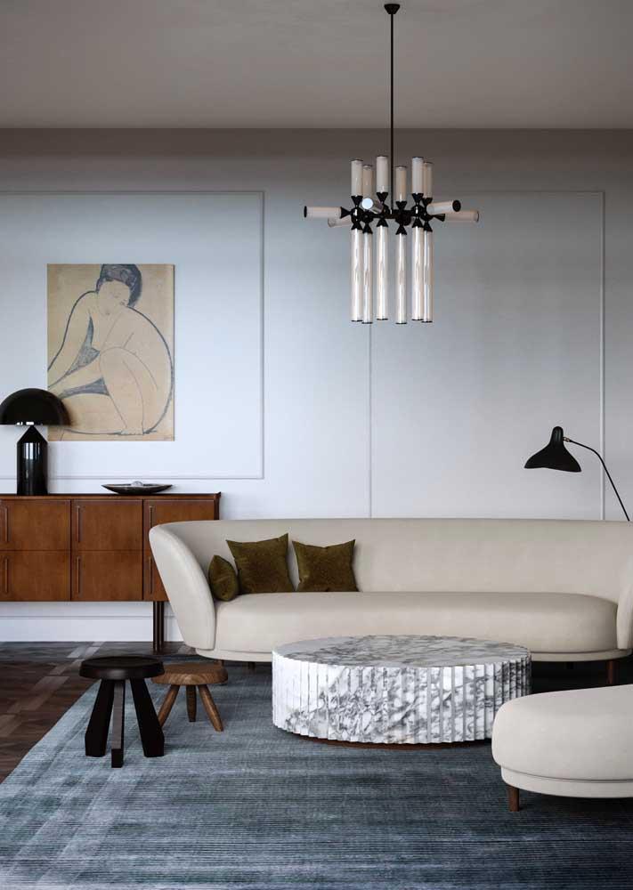 Moderna, essa sala decorada com arte é um encanto