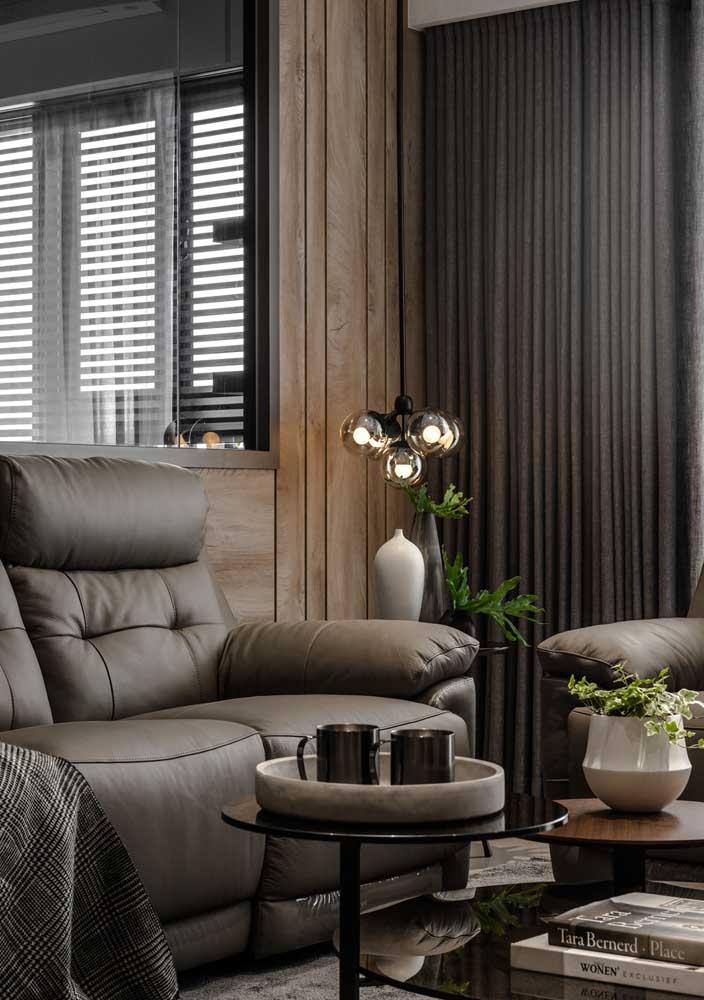 A luminária pendente cria um clima todo especial para sala decorada