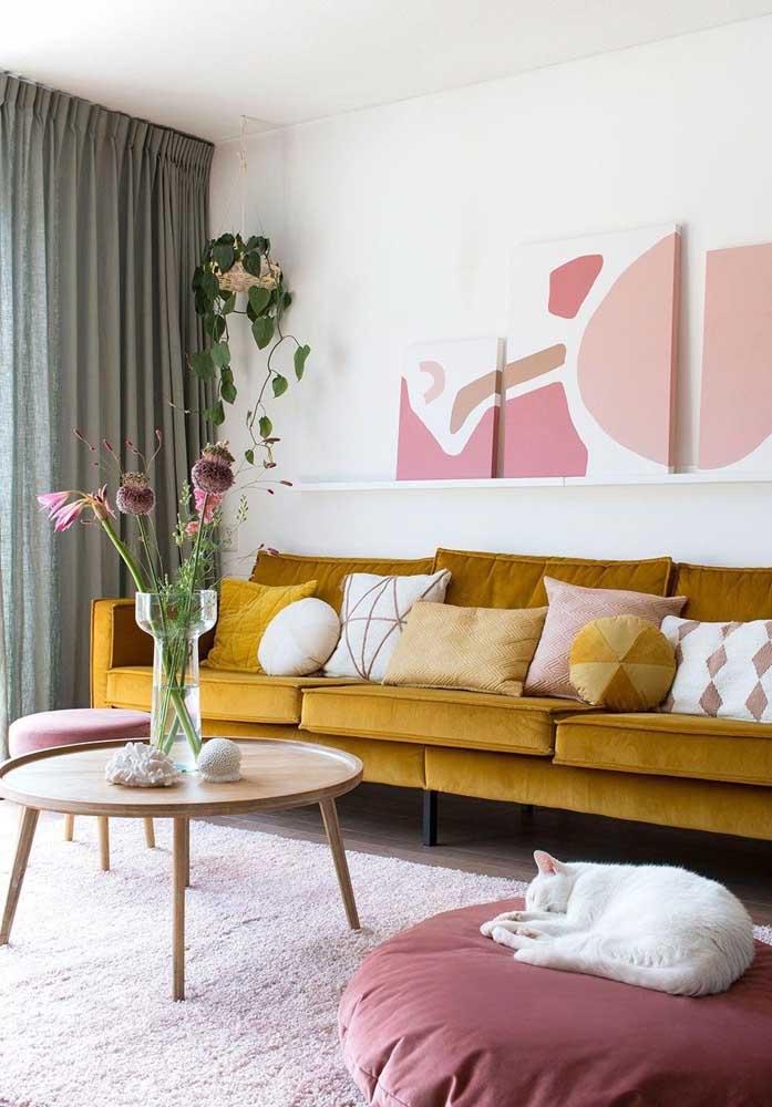 Sala decorada com uma paleta de cores bem definida