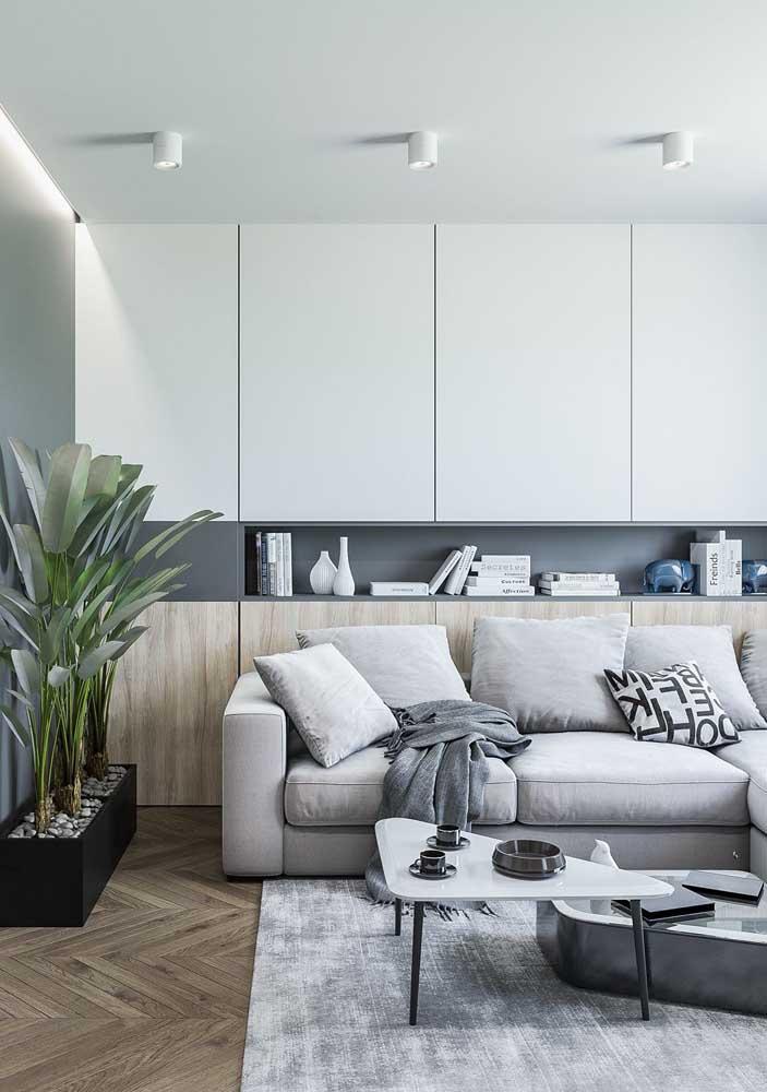 Móveis planejados são ótimos para aproveitar o espaço da sala