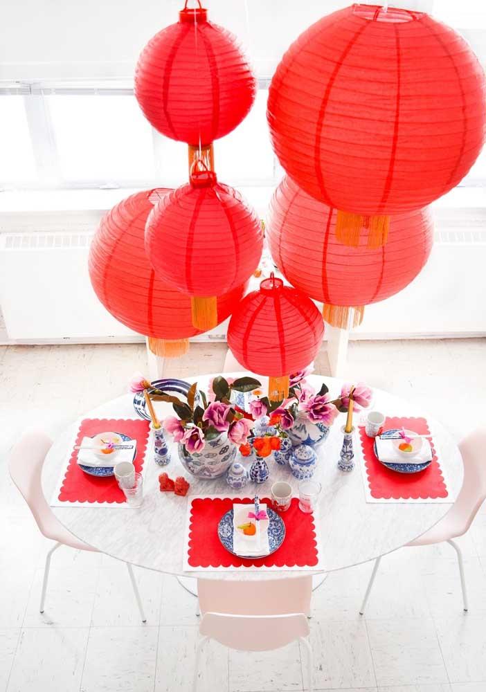 Lanternas chinesas vermelhas para receber o ano novo chinês 2021