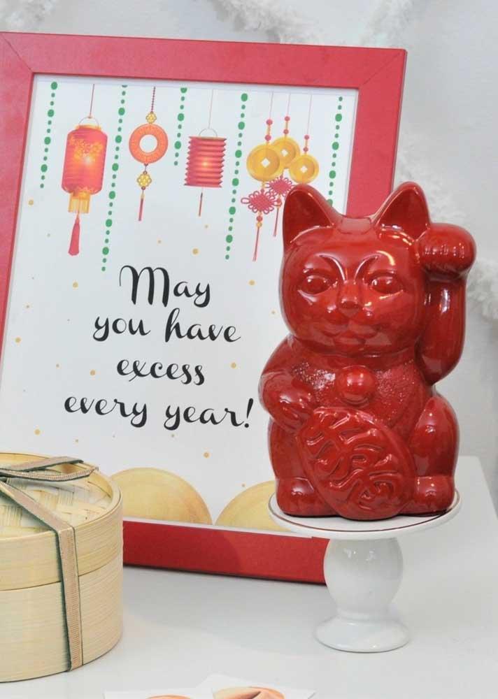 O famoso gatinho chinês em versão vermelha para receber o ano novo
