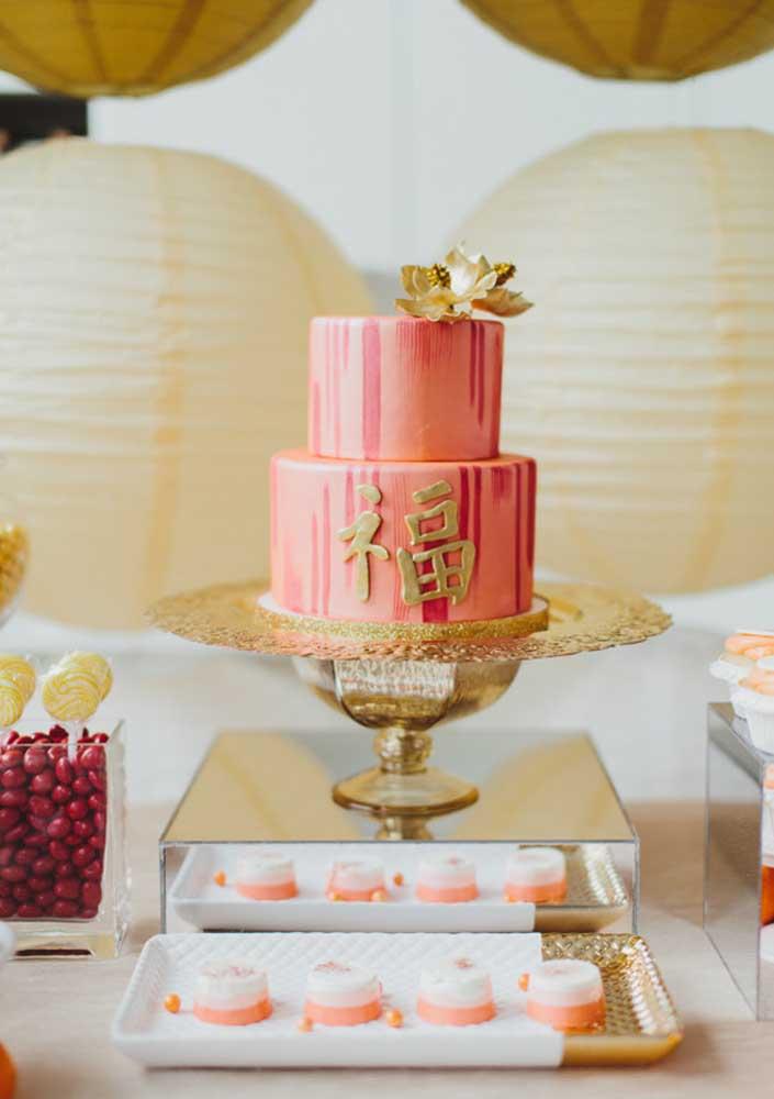 O bolo do ano novo chinês é vermelho e dourado