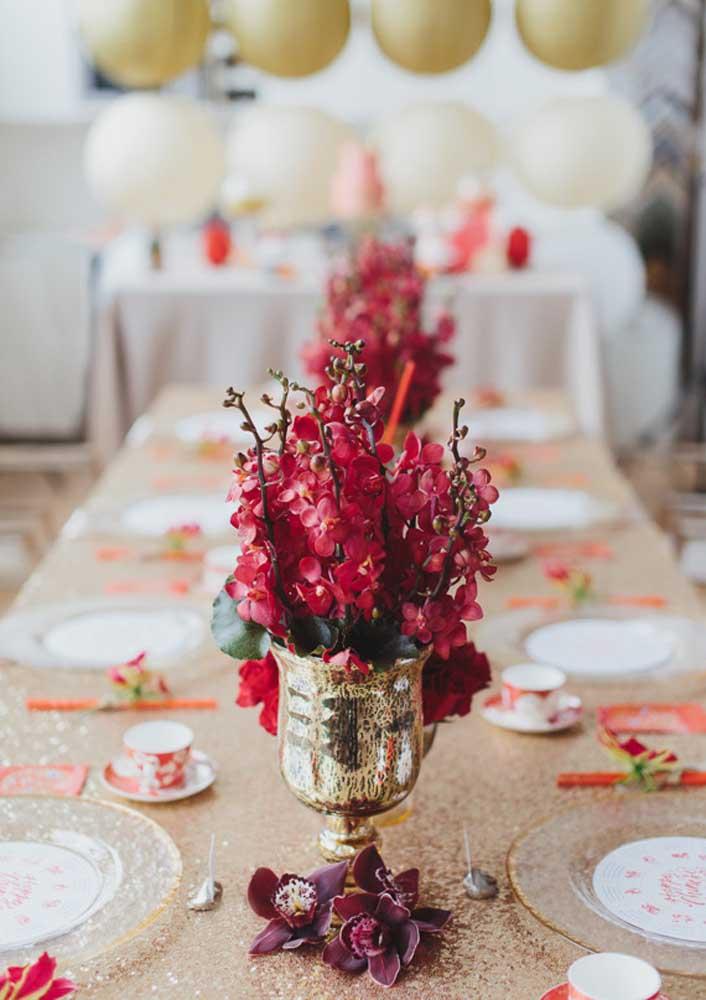E a decoração da mesa segue nos mesmos tons
