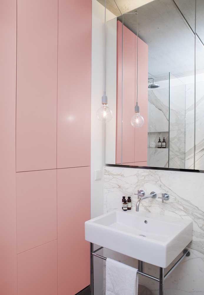 Já pensou em um armário cor de rosa?