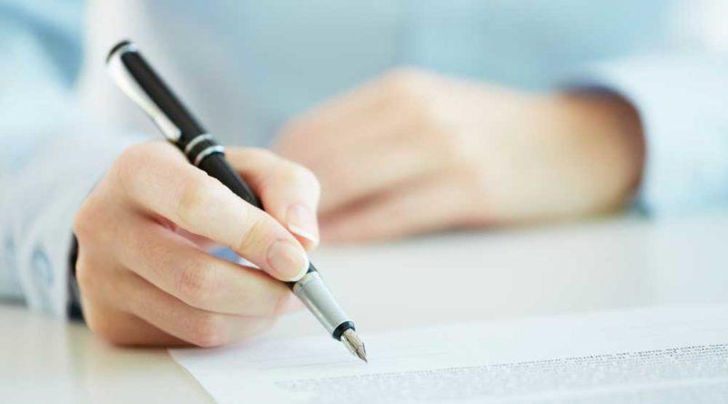 Como tirar mancha de caneta: veja o passo a passo e dicas caseiras