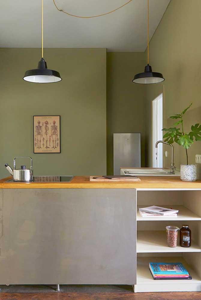 Use os nichos da cozinha para organizar os objetos que mais usa durante o dia