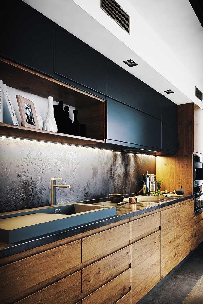 E o que acha dessa combinação entre nicho amadeirado e armário preto? Linda!