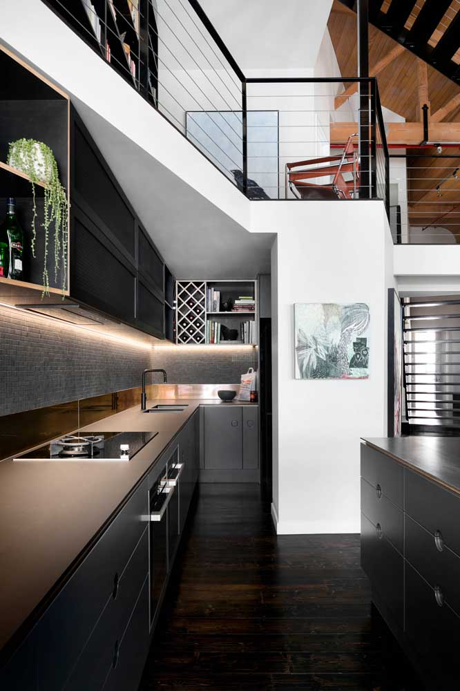 Fitas de LED para iluminar e destacar os nichos da cozinha