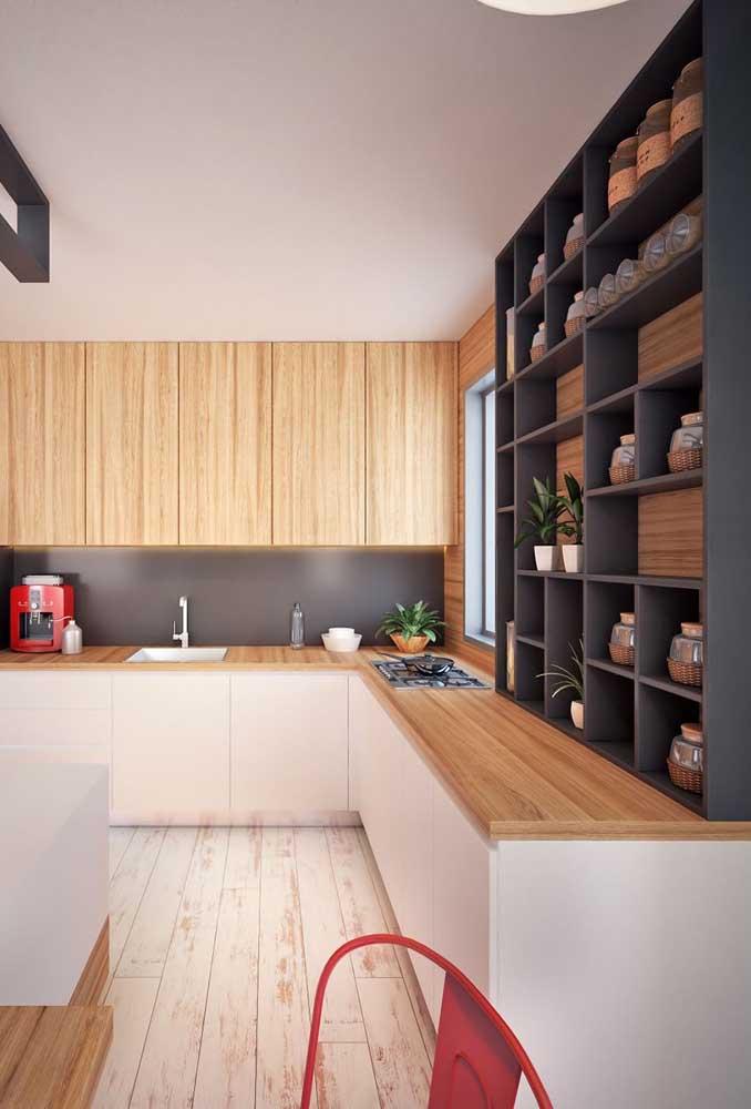Nichos por toda extensão da parede conferindo um toque super moderno para cozinha