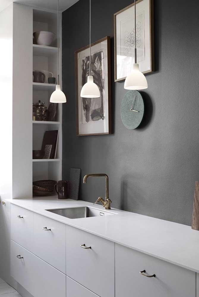 Nichos para cozinha embutidos na parede lateral: organização e funcionalidade