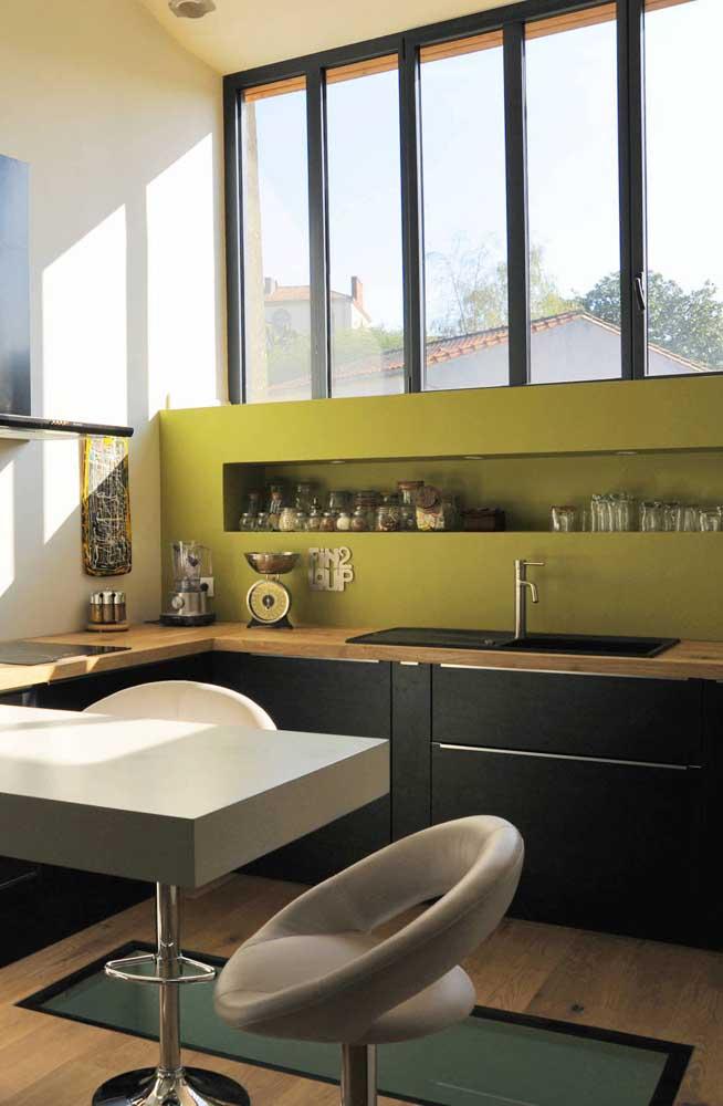 Nicho retangular na parede para economizar espaço na cozinha