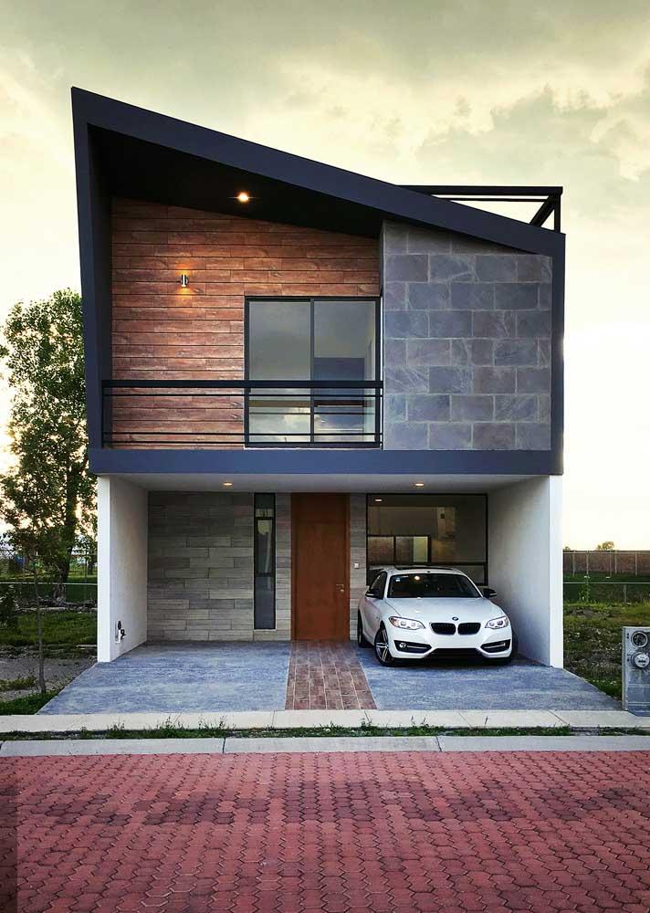 Piso de pedra para garagem combinando com o revestimento da parede