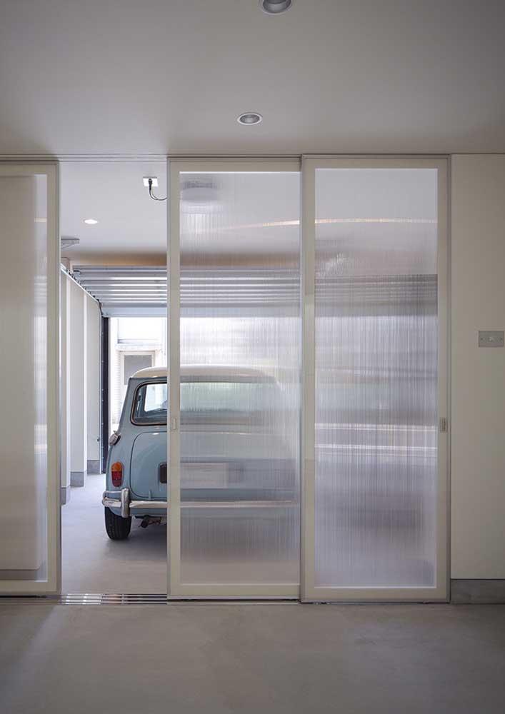 Que tal um porcelanato branco para sua garagem?