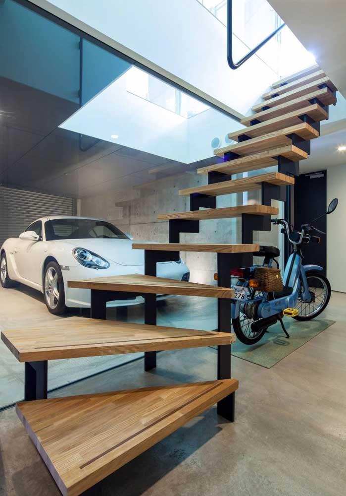 Garagem coberta e moderna combina com piso vinil