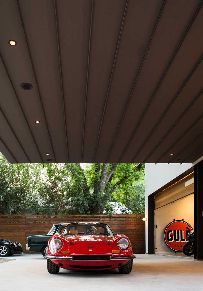 Cimento queimado para uma garagem moderna, bonita e fácil de cuidar