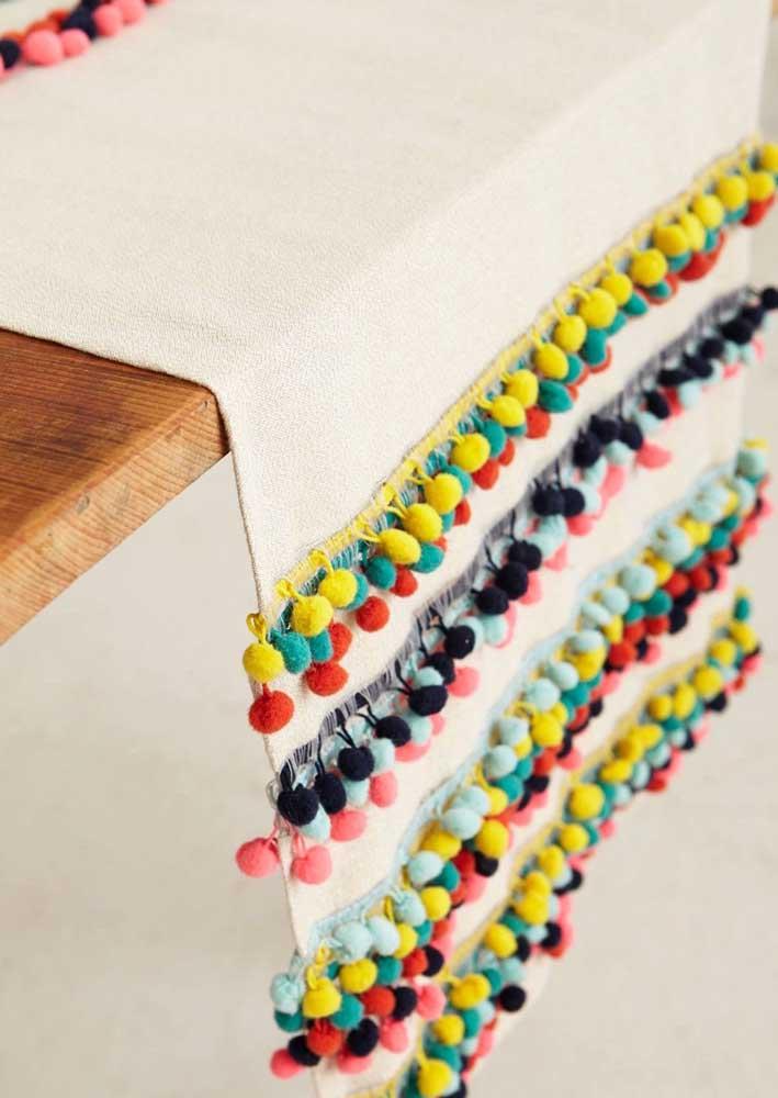Aquele detalhe para fechar o artesanato com tecido com chave de ouro