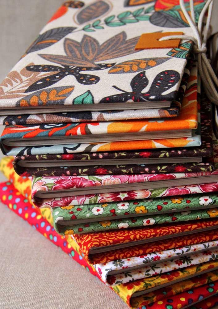 Cadernos estilosos encapados com tecidos