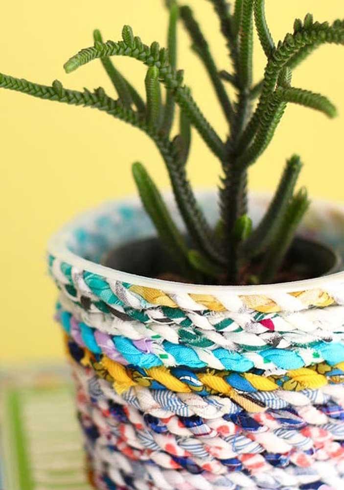 Vasinho decorado com fios de malha