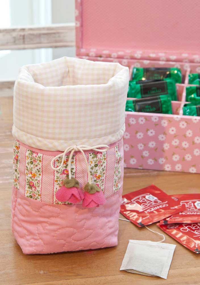 Artesanato com tecido para organizar os itens do chá