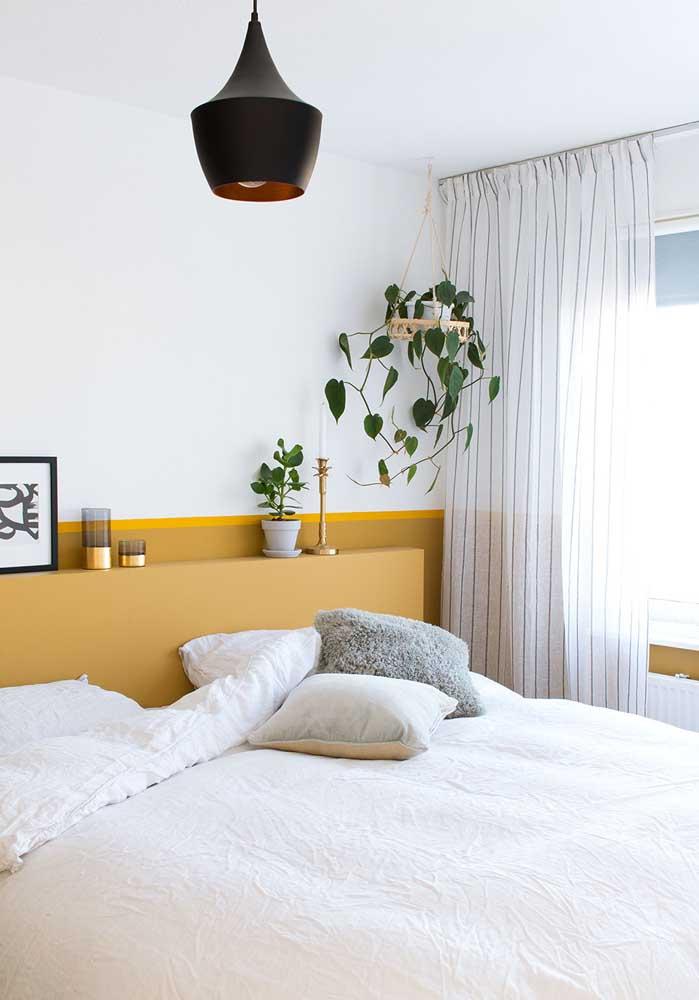 Delicada, essa cortina para quarto de casal traz discretas listras em seu comprimento