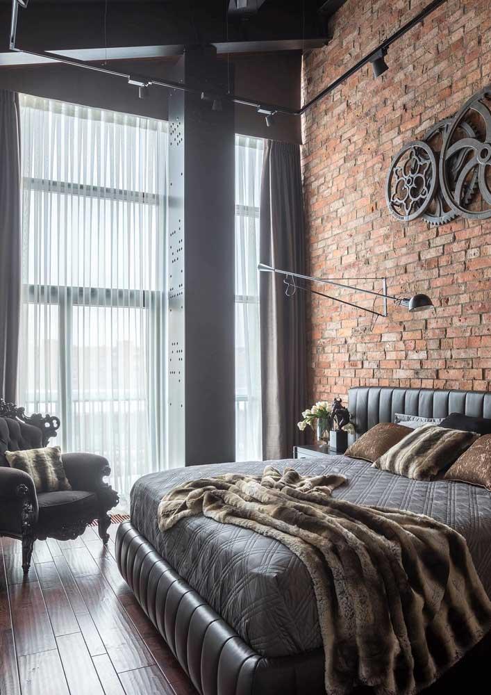 Persiana de rolo preta ou, se preferir, cortina blackout para quarto