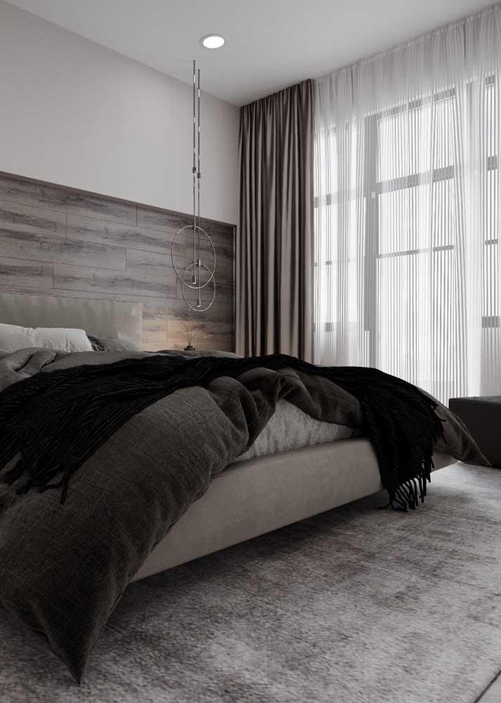 Cortina para quarto de casal em duas camadas. Repare que o tecido mais leve é colocado embaixo e o mais encorpado vem por cima