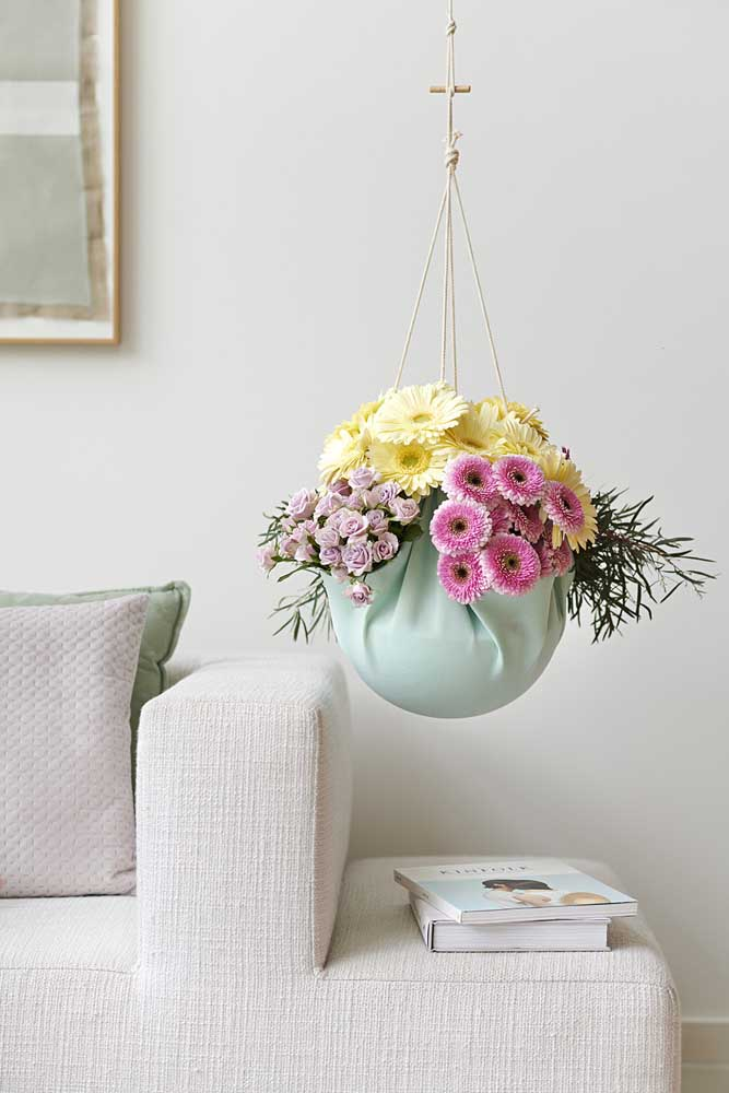 Um arranjo de flores pendentes também não deixa nada a desejar