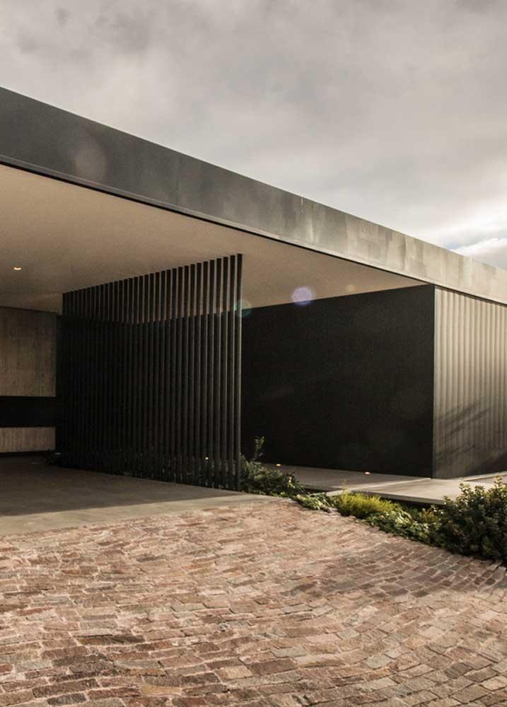 Fachada moderna com piso intertravado