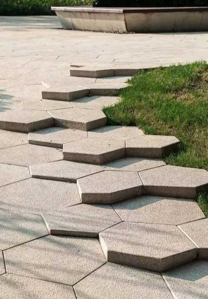 Algumas elevações para criar um efeito visual diferenciado no piso intertravado