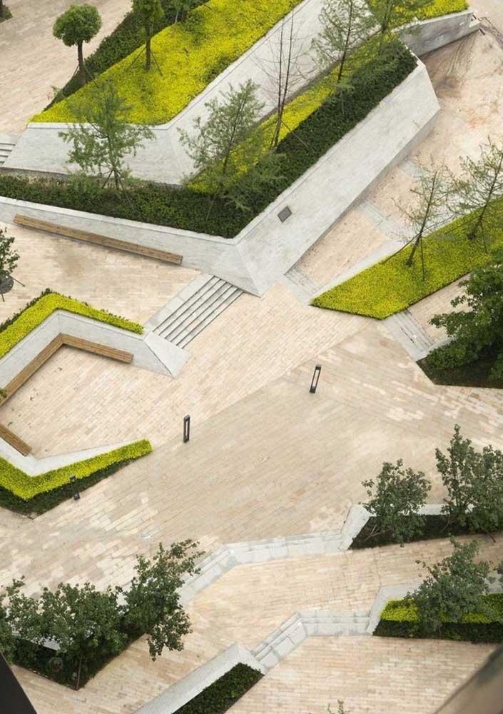 Cada vez mais comum nas áreas públicas, o piso intertravado veio para substituir os famosos paralelepípedos